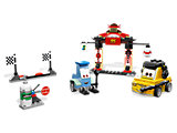 8206 LEGO Cars Cars 2 Tokyo Pit Stop